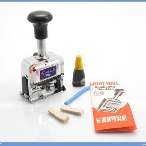 Automatski metalni numerator sa 8 cifara, veličina 4mm. Mogućnost automatskog rada sa prebacivanjem na hronološki sledeći broj. Lak za upotrebu. Mogućnost ponavljanja istog broja pre prebacivanja na sledeći čak do 4 puta.